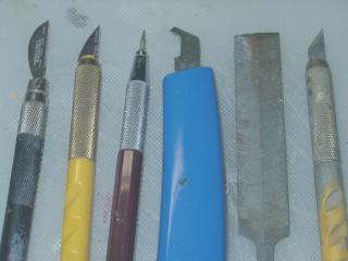 工具 画像は筋彫りに用いる工具です。 右から順に、アートナイフ、目立てやすり... 筋彫り